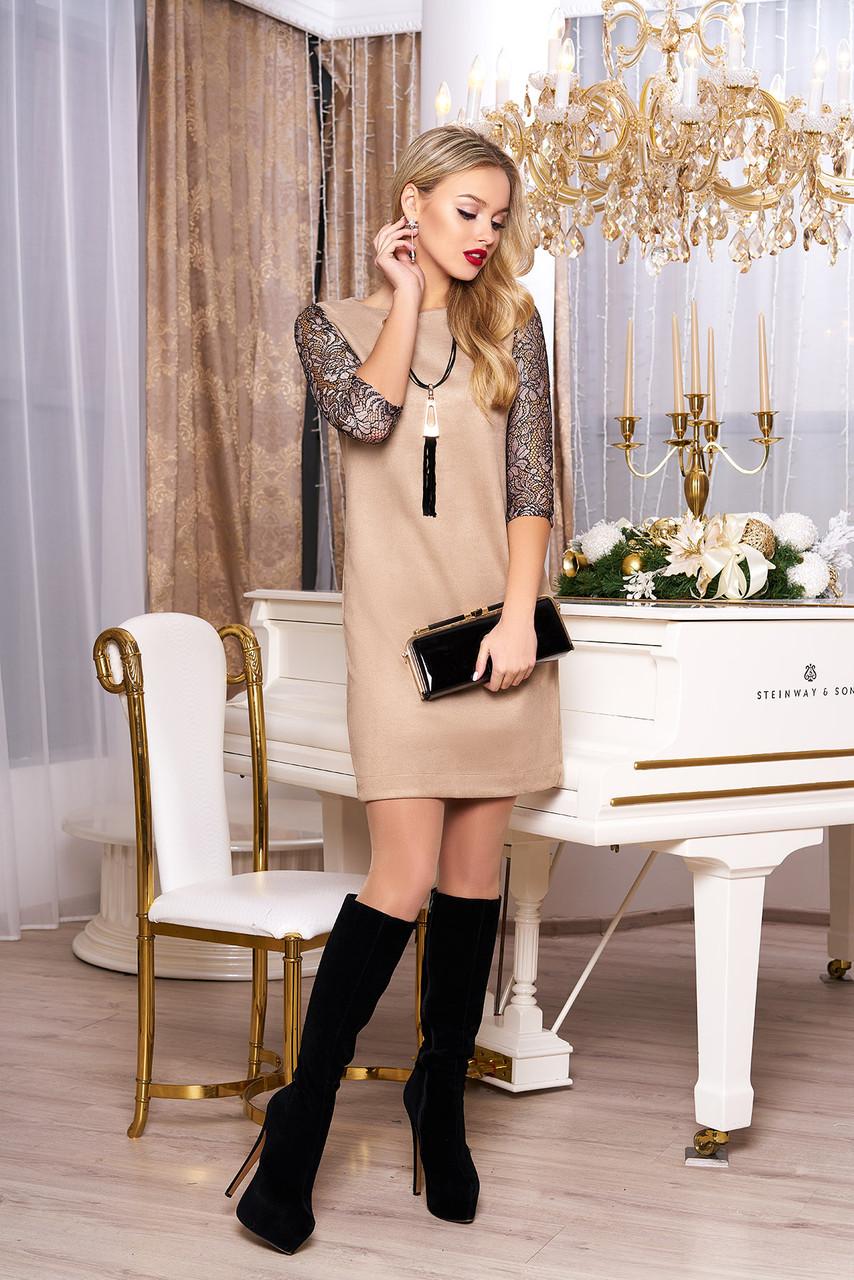 Красивое женское платье с гипюром бежевое