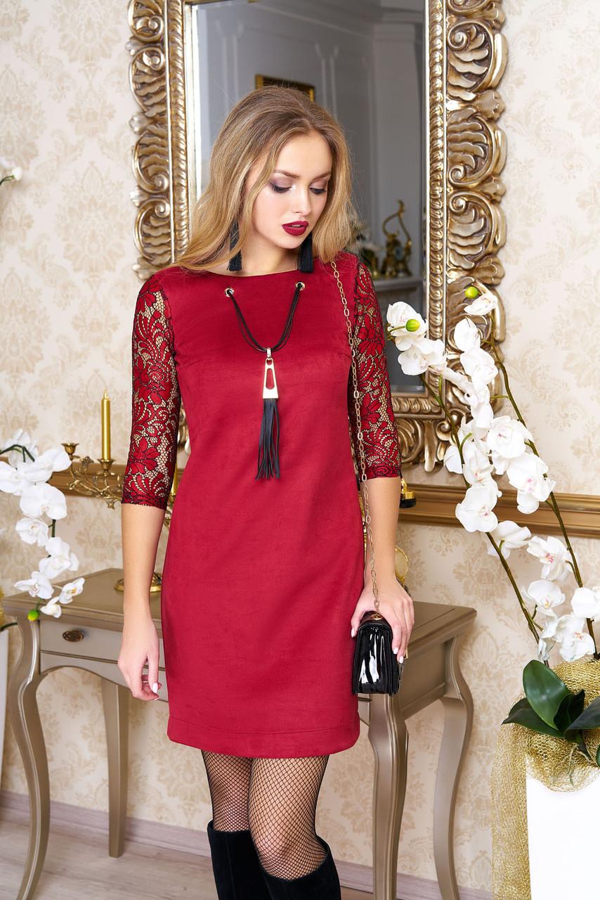 Нарядное женское замшевое платье с гипюром красное