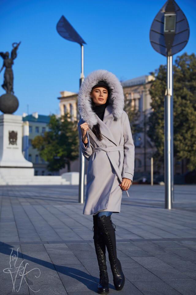 Демисезонное женское серое пальто с опушкой из натурального песца 42-46 р