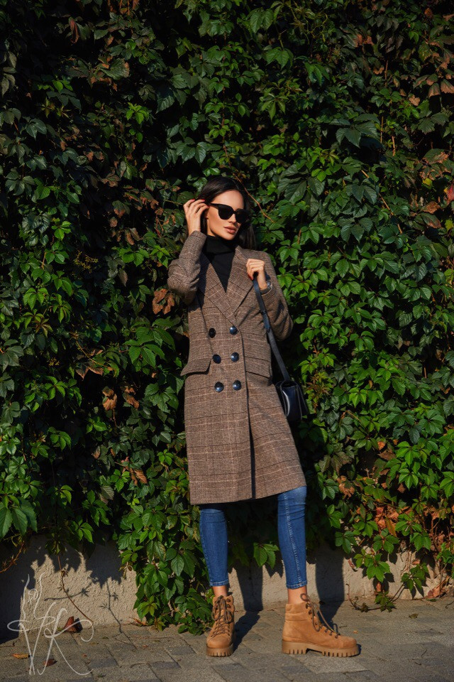 Демисезонное клетчатое пальто с поясом 42-44 р