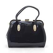 Модная лаковая сумка в деловом стиле