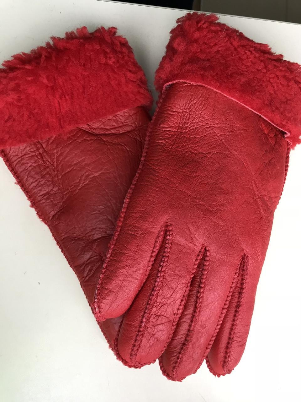 Женские перчатки из натуральной овчины  цвет красный