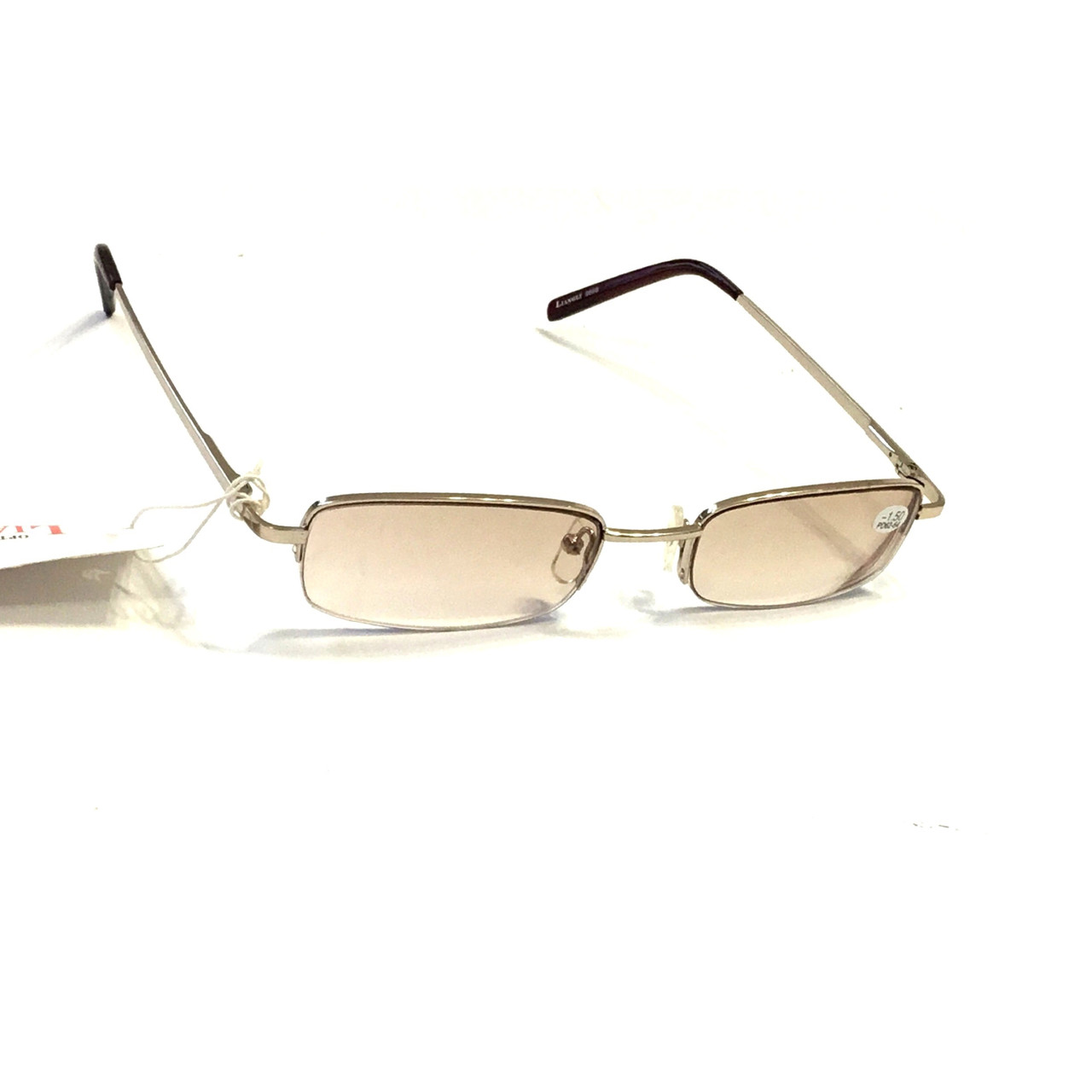 Очки в металлической оправе