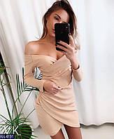Красивое бежевое платье с декольте