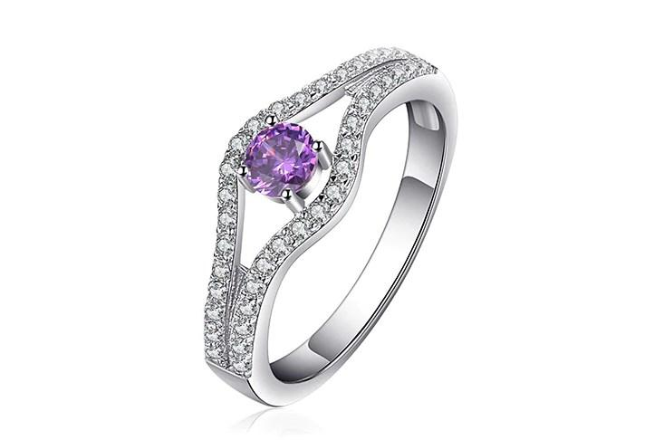 Серебряное кольцо, Нежность, с камнем нано аметист и фионитами 17 размер