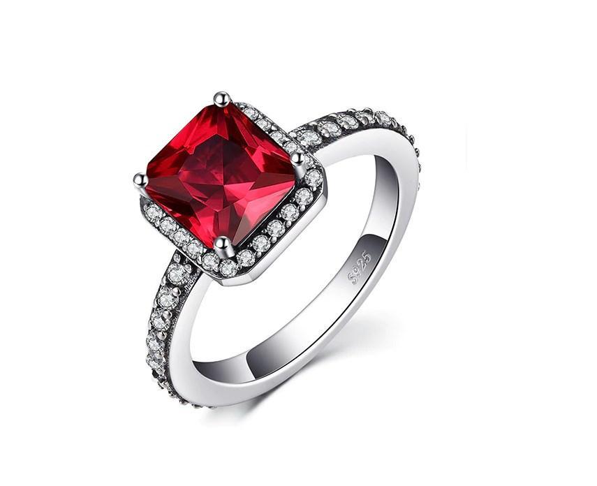 Серебряное кольцо, Куб, с камнем красный куб. цирконий и 17 размер