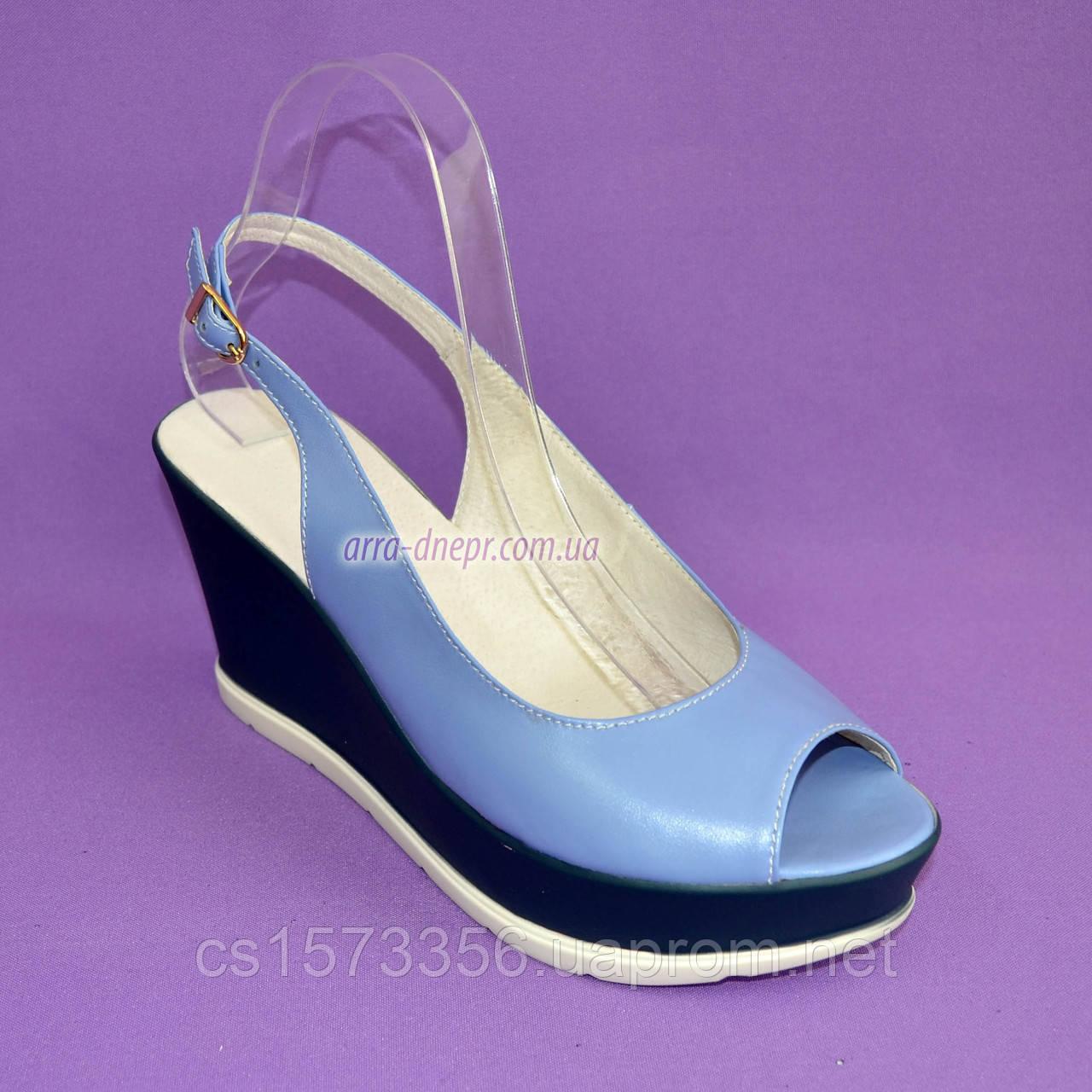 """Босоножки женские голубые кожаные на устойчивой синей платформе от производителя ТМ """"Maestro"""""""
