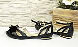 Жіночі шкіряні босоніжки на низькому ходу з бантиком, колір чорний, фото 3