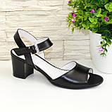 Кожаные женские босоножки на устойчивом каблуке, цвет черный., фото 6