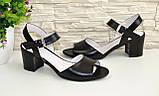 Кожаные женские босоножки на устойчивом каблуке, цвет черный., фото 8