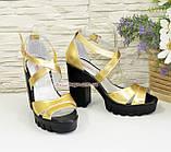Босоножки женские на высоком каблуке, из натуральной кожи золотого цвета, фото 4