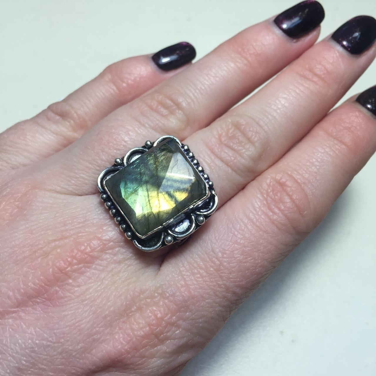 Кольцо лабрадорит спектролит в серебре. Кольцо с лабрадором размер 18,5 Индия!
