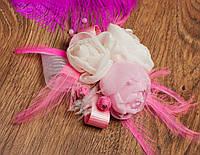 Свадебная брошь с розовыми и молочными розами