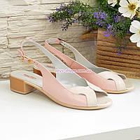 Женские светлые кожаные босоножки на невысоком каблуке