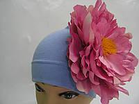 Шапочка голубая с розовым пионом 18 см