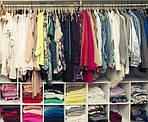 Як зберігати літній одяг та взуття взимку