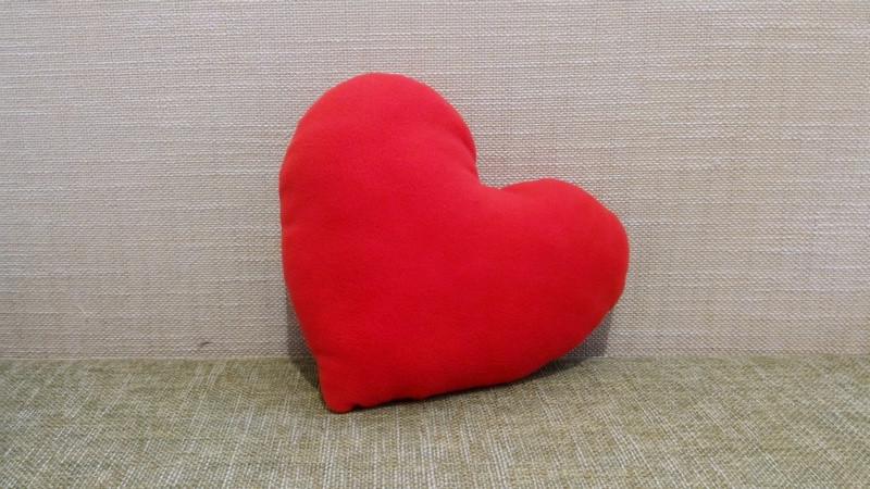 Подушка декоративная Сердце красное 30 см