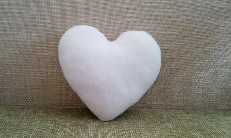 Подушка декоративная Сердце белое 40 см