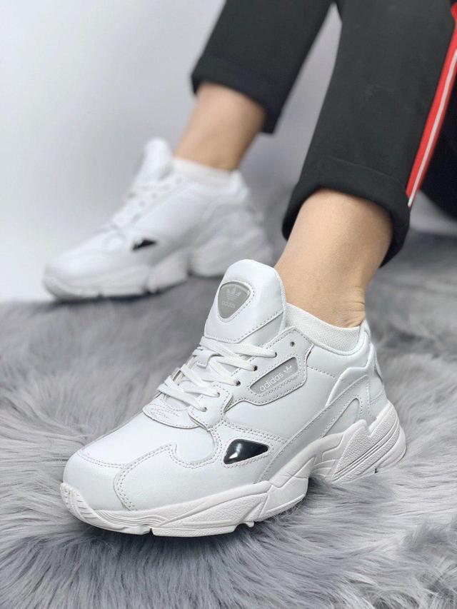 Женские кожаные кроссовки Adidas Falcon Black White фото