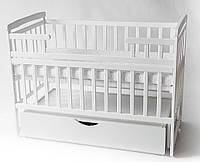 Детская кроватка DeSon с ящиком и маятником белая