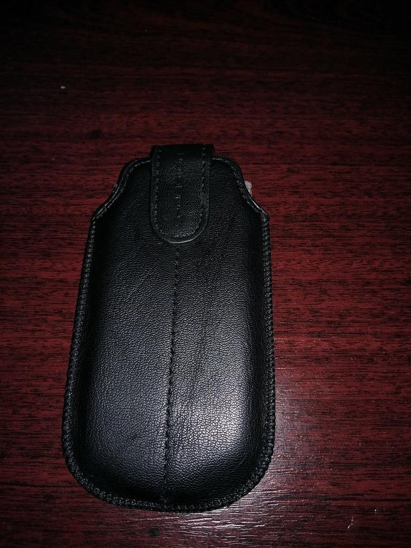 Черный чехол для телефона