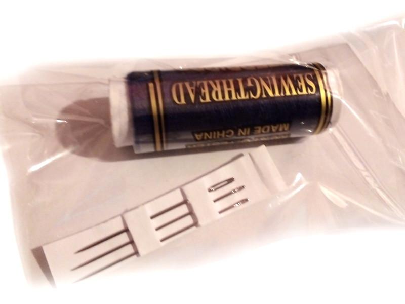 Походный набор швейный (нитка + 3 иголки)