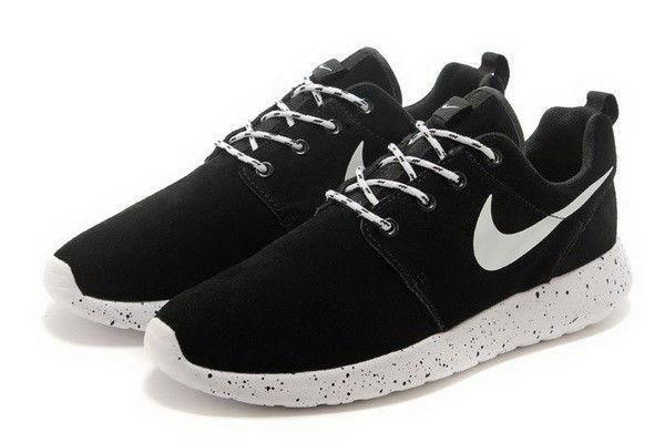 ffcae425 Женские кроссовки Nike Roshe Run Suede. Черные, замша, белая подошва в  черную точку