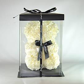Мишка из роз в подарочной упаковке 23 см молочно-белый