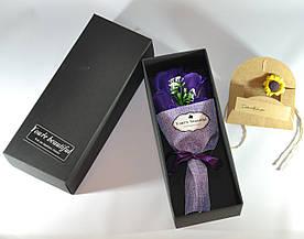 Подарунковий букет фіолетових троянд ручної роботи з мила