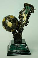 Фигурка - Футбольный кубок - бутса, бьющая по мячу