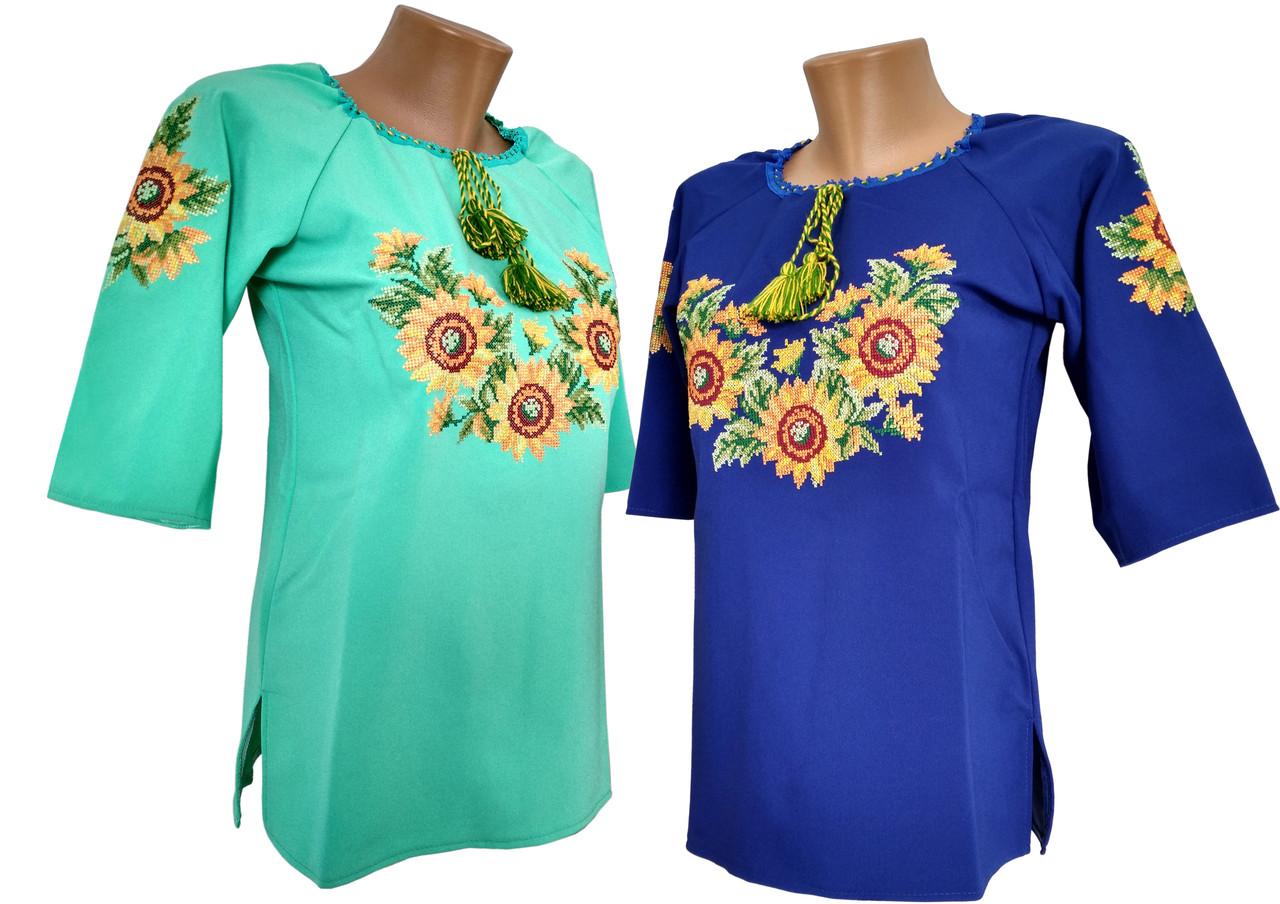Женская вышиванка на каждый день с подсолнухами в современном стиле