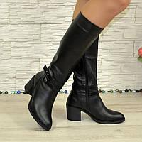 Женские зимние черные кожаные сапоги на устойчивом каблуке. В наличии 37 размер