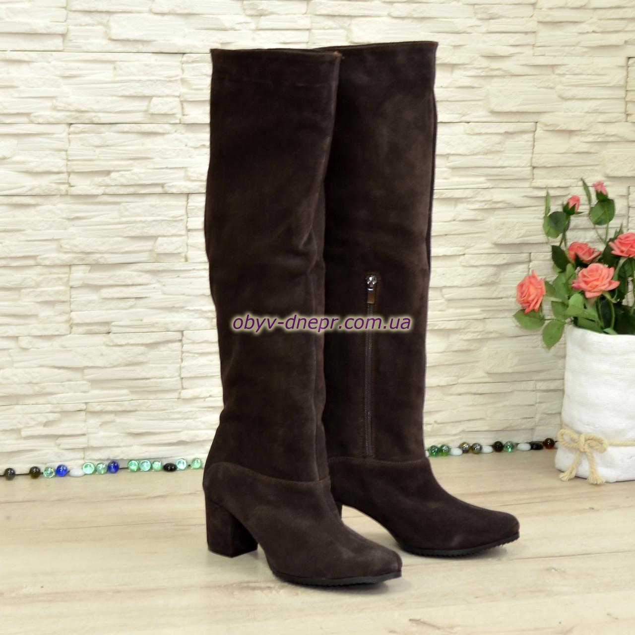 Замшевые зимние ботфорты трубы на устойчивом каблуке, цвет коричневый. 40 размер
