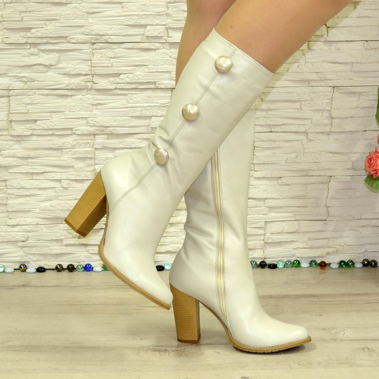 Кожаные бежевые зимние сапоги на каблуке. В наличии 39,40,41 размеры