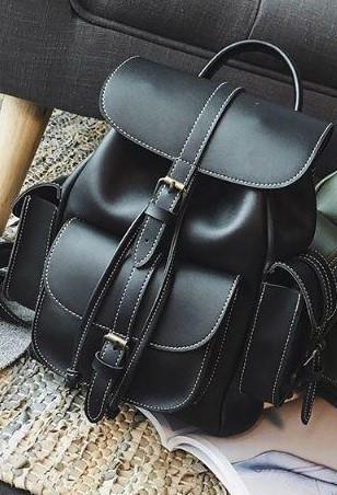 Рюкзак женский кожаный с карманами на затяжке черный.