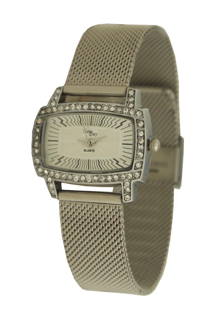 Часы женские классические на миланском браслете