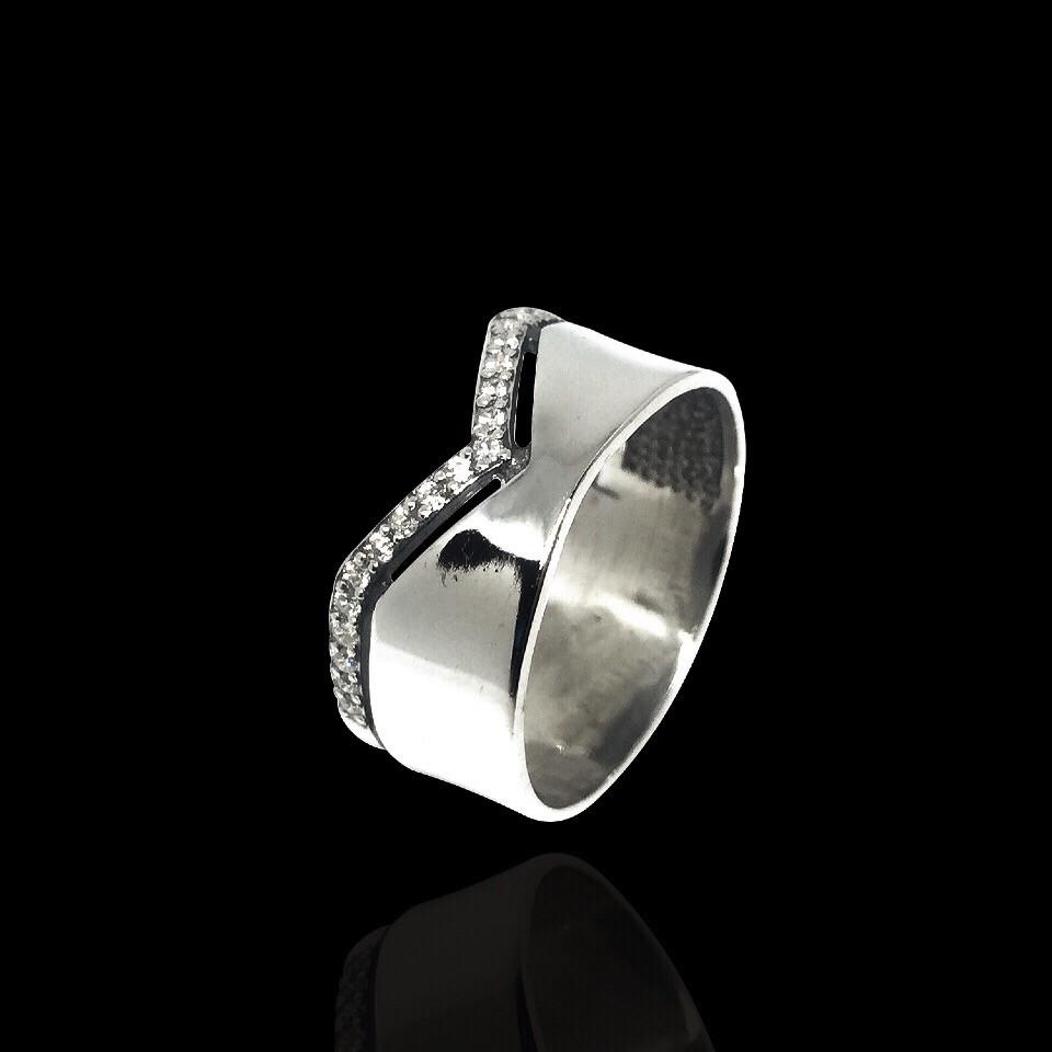 Срібне кільце з камінням