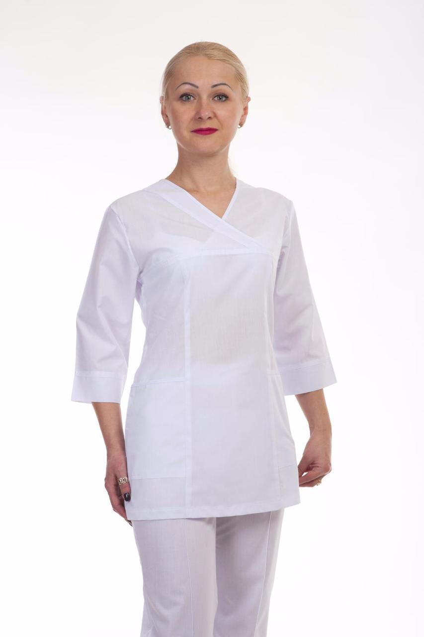 Медицинский женский костюм белого цвета