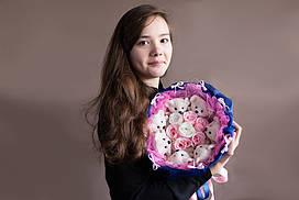Яркий и незабываемый букет из мишек и роз «Блюз» - будет радовать своих обладателей очень долго