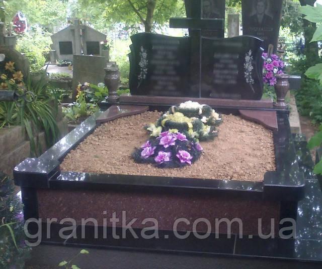Пам'ятник двойний плита і хрест червоно-чорний граніт 29