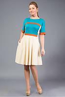 Платье из мягкого трикотажа лакоста, выполненное из ткани трех цветов.