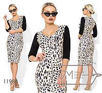 Платье-футляр миди из креп дайвинга с леопардовым принтом и глубоким декольте 11988