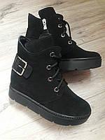 Зимние женские ботинки из черного замша с пряжкой р.36-40.