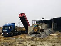 Доставка песка на подсыпку автомобильным транспортом