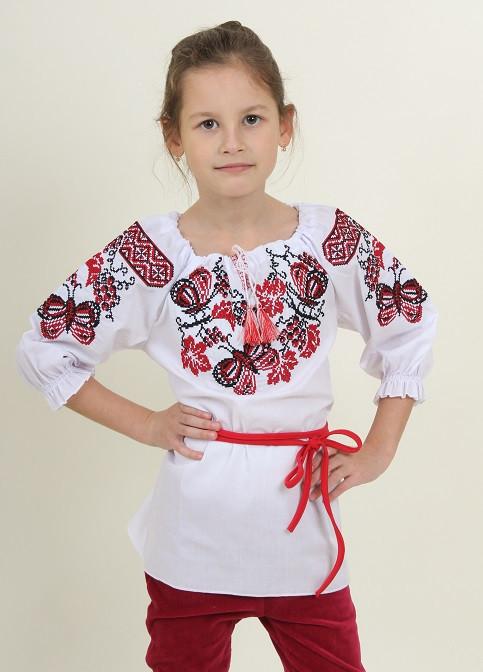 Вышитая рубашка для девочки Бабочка