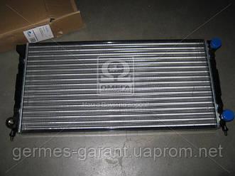 Радіатор охолодження VW PASSAT