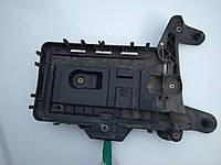 Крепление (подставка) аккумулятора AUDI SEAT VOLKSWAGEN 2004-2014г.в.