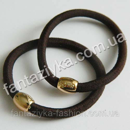 Резинка для волос с золотой бусиной 5,5см, коричневая