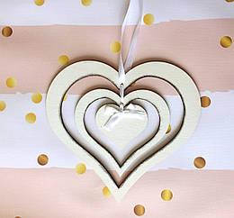 Деревянное подвесное сердце 26 см. тройное