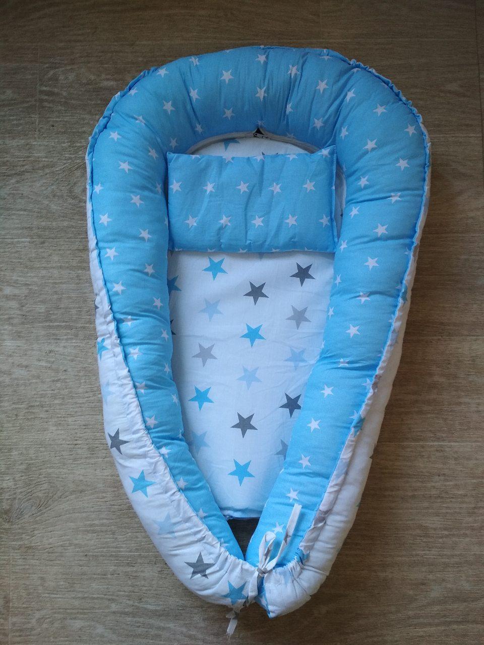Двухсторонний позиционер для новорожденного с подушкой голубого цвета